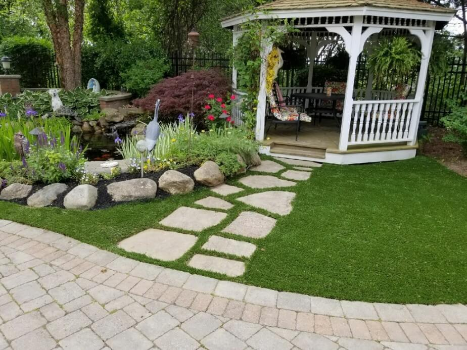 Synthetic Grass with Walkway
