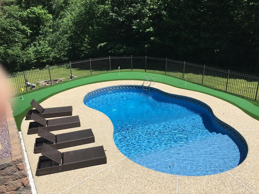 Putting green around pool