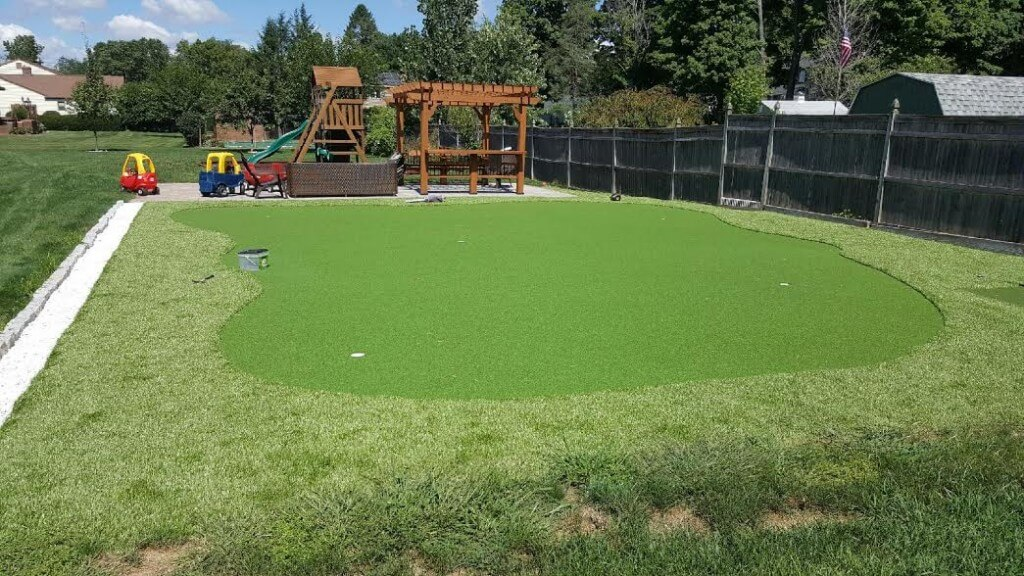 Cromfied CT putting green