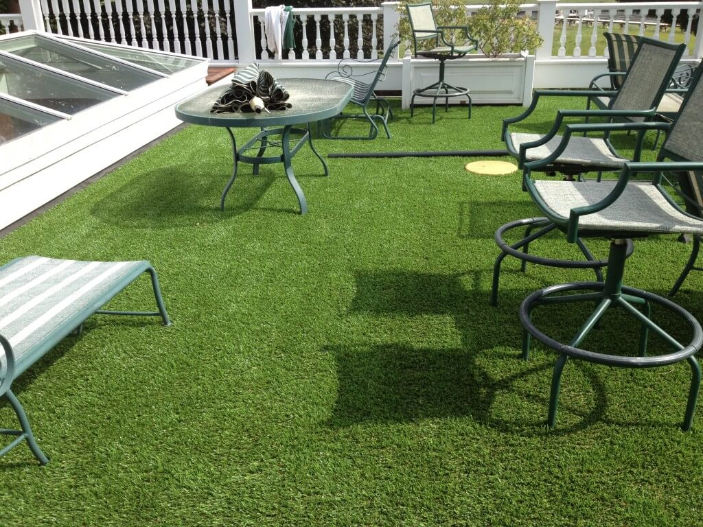 synthetic turf with lawn chairs