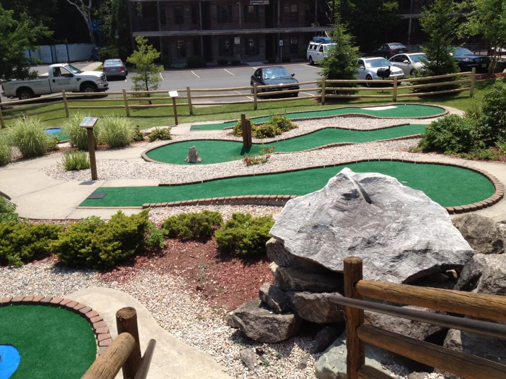 commercial outdoor mini golf